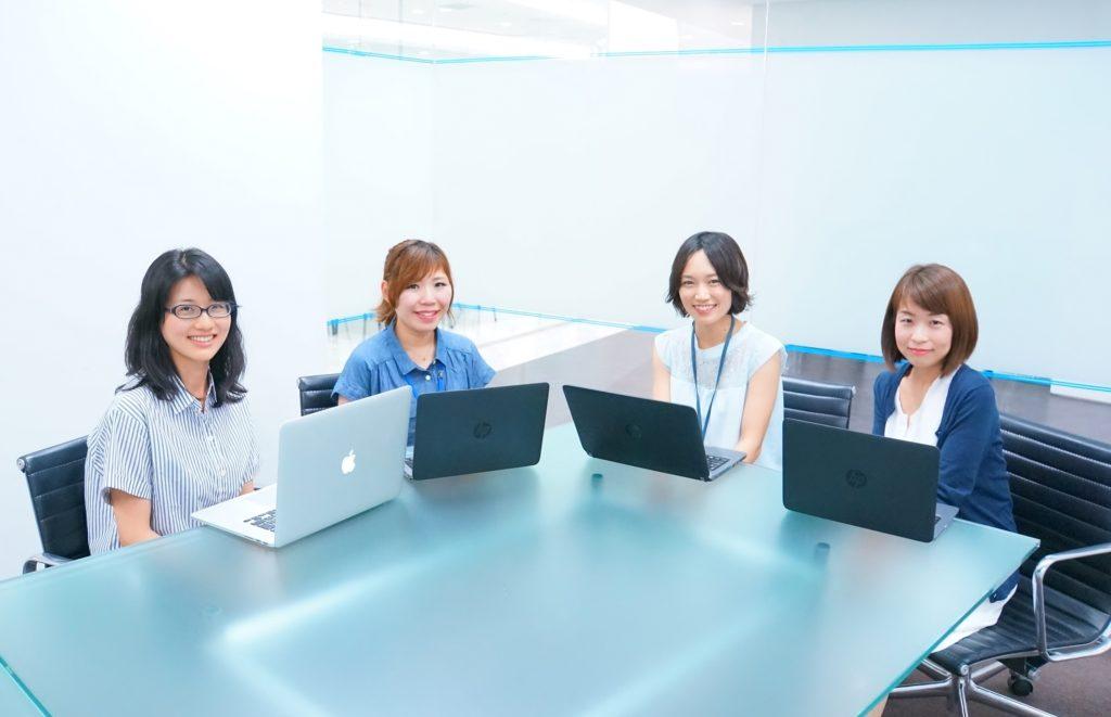 左から、「転職ドラフト」プロジェクトの松栄、「就活会議」事業推進グループの福澤、不動産ユニット・ビジネス推進グループの木下、経営推進部・財務経理グループの稲田
